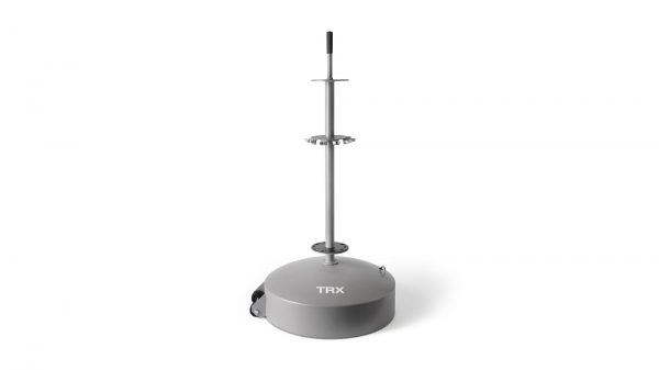 El TRX Rip Trainer Group Station está hecho de acero de alta calidad y tiene capacidad para 10 cuerdas de TRX. Se puede usar en interiores o al aire libre e incluye ruedas para un transporte fácil.